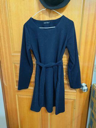 長袖深藍色洋裝
