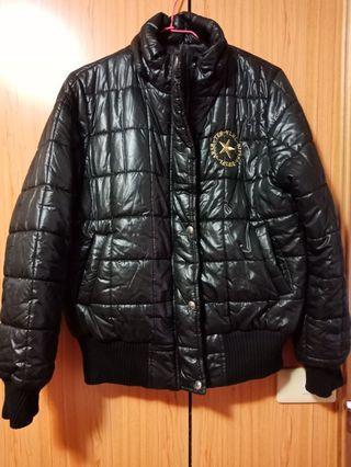 黑色防風外套