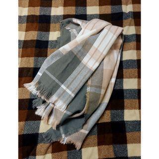 溫柔卡其格紋圍巾