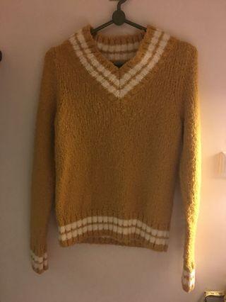 學院風芥黃色毛衣