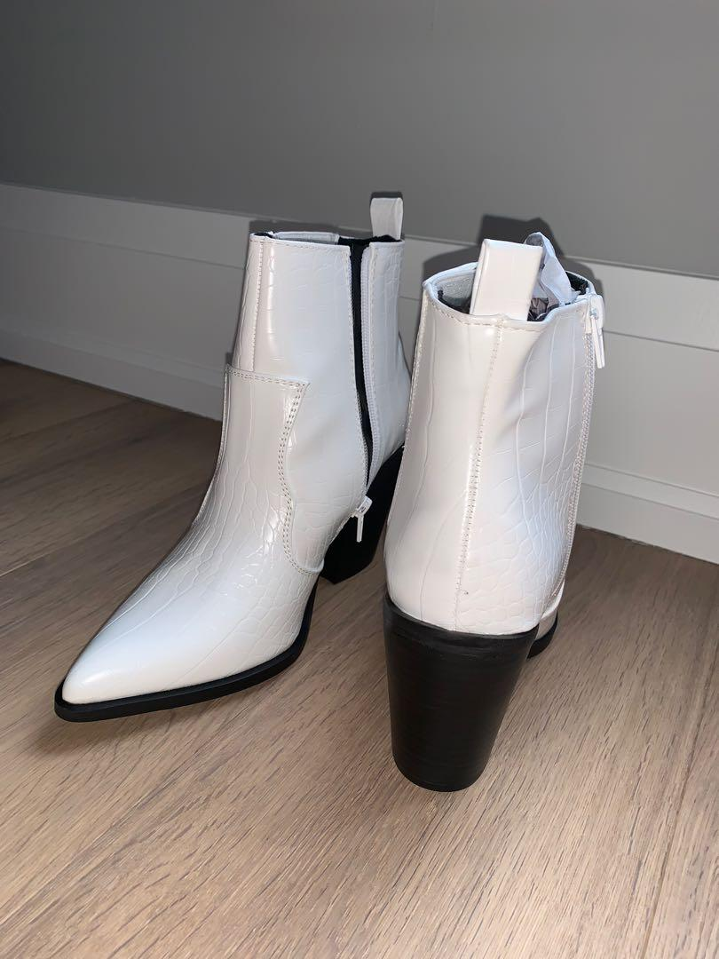 *REDUCED!!* BRAND NEW WHITE WESTERN BOOTIES FROM ASOS - SIZE 8