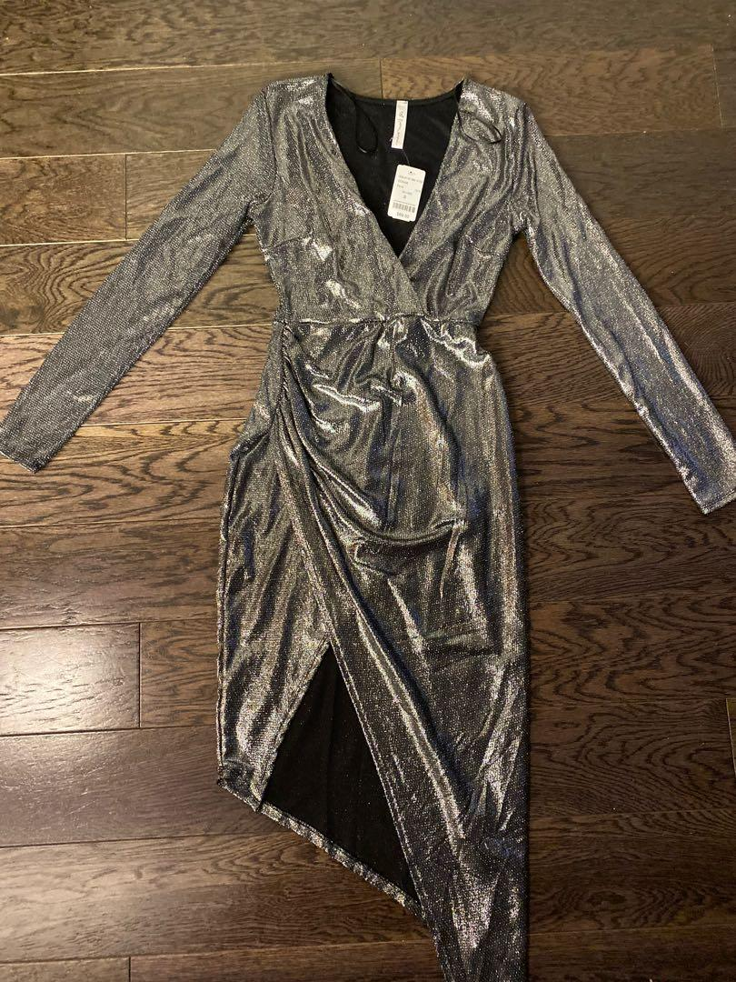 Perfect NYE/ Holiday dress - Brand new/never worn - metallic silver bodycon dress