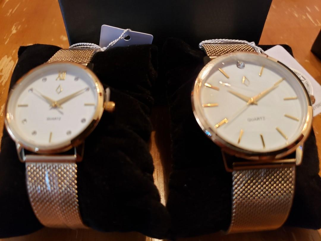Quartz his and her Gold colour watch set with Swarovski Crystals (Brand new)