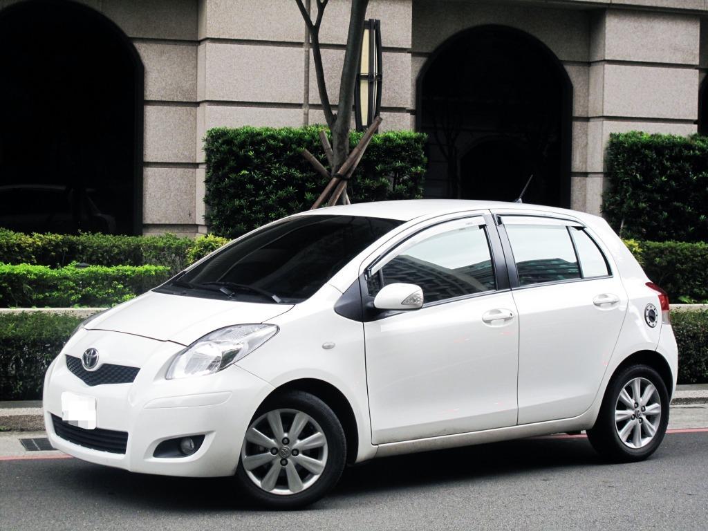 YARIS 1.5 G版 一手車 小改款 恆溫 導航 雙安全氣囊 只跑8萬公里 內外氣氛超佳