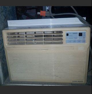 AIR CONDITIONER   w/ REMOTE