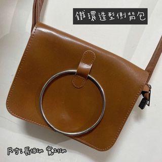 鐵環造型側背包