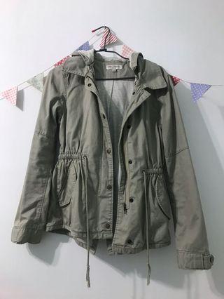 淺灰綠縮腰風衣外套