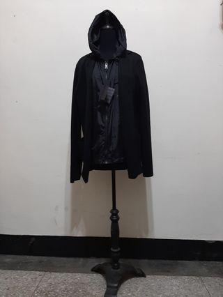 全新~ 義大利製名牌 PRADA MILAND 黑色 100% WOOL 連帽外套 --- 52 ---