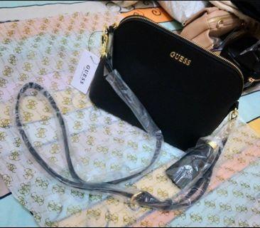 現貨4🎏正版 JP 日本帶回 GUESS 日系 黑色x法蘭紋 皮革 小包 斜背包 側背包 潮流 復古 歐美