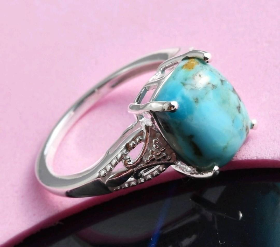 A Beautiful 925 Sterling Silver Womens Turquoise Solitaire Ring