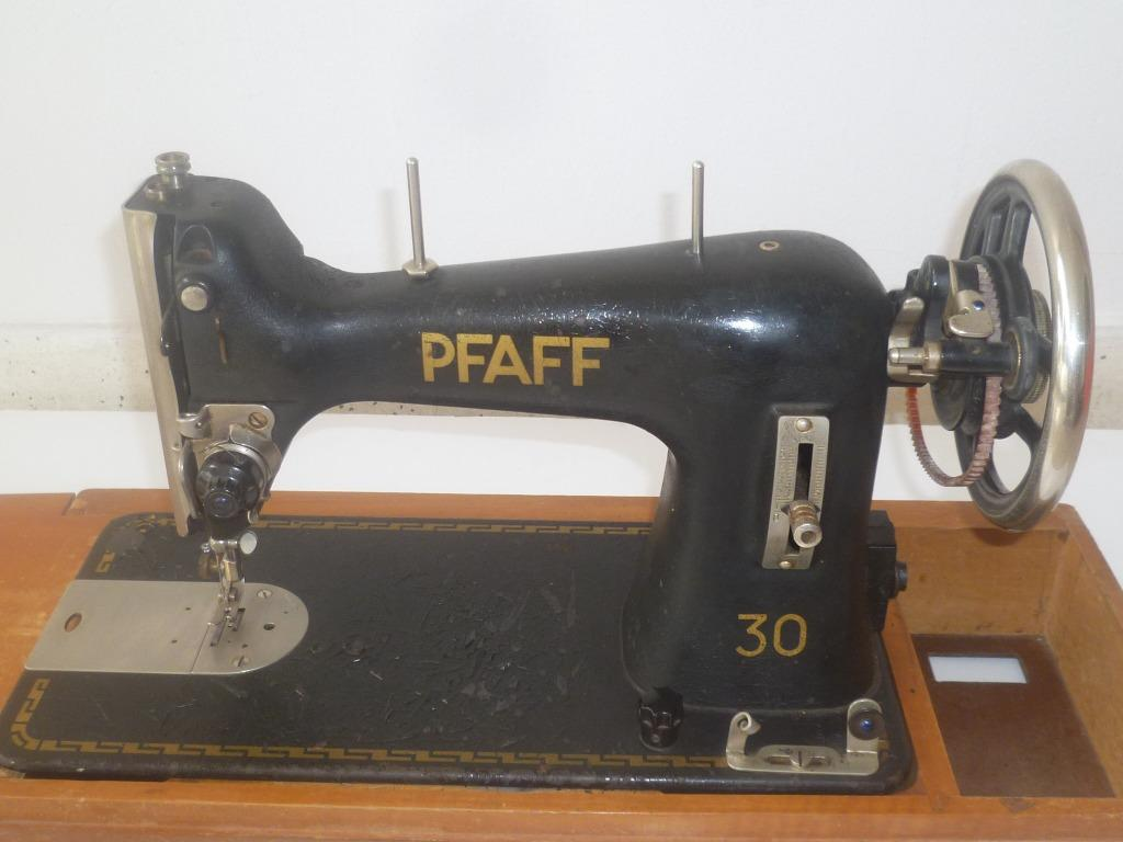 Vintage !  1950s Germany PFAFF 30 Sewing Machine with Motor Pedal Works & Leather Case