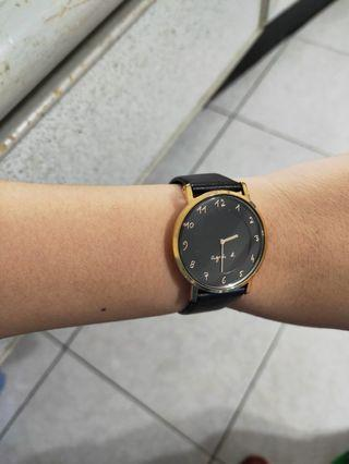 agnes, b黑色手錶