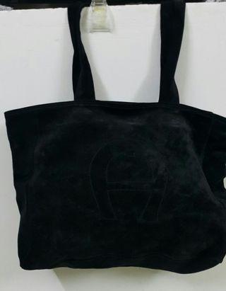 Aigner麂皮肩背側背包全真皮黑色,背帶長88cm適合高一些背,38x31x13cm德國品牌