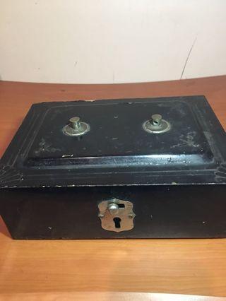 古鐵盒 錢盒 珠寶盒 傢妝盒 保險盒