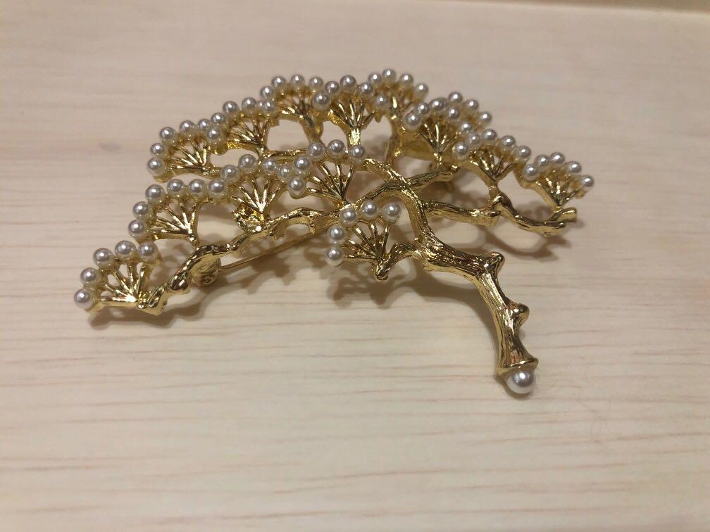 珍珠松樹胸針