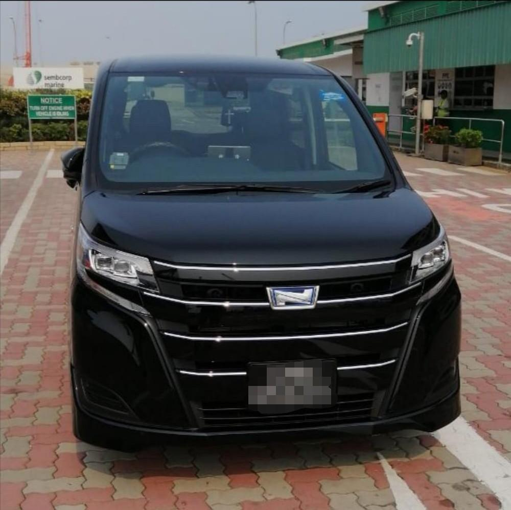 Toyota Noah Hybrid for takeover contract