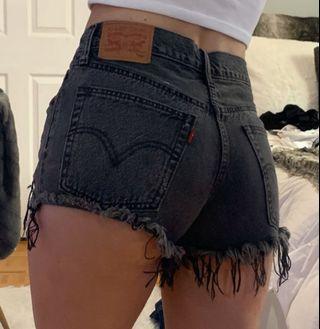 LEVIS 501 black denim shorts