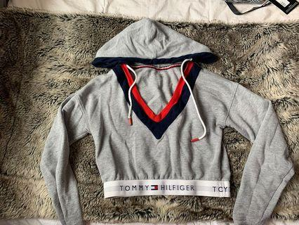 Tommy Hilfiger vintage looking cropped sweater