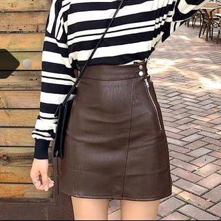 全新 M 買來穿不下)超美質感超好 咖啡色皮裙