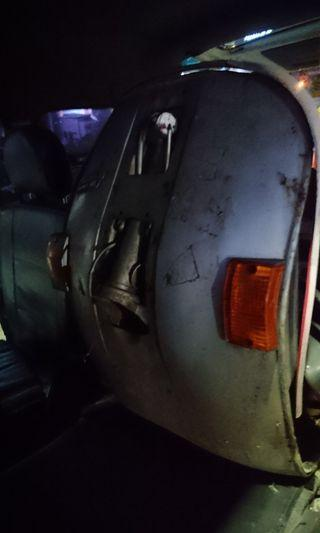 Vespa px150e車台含車頭.邊殼*2行李箱