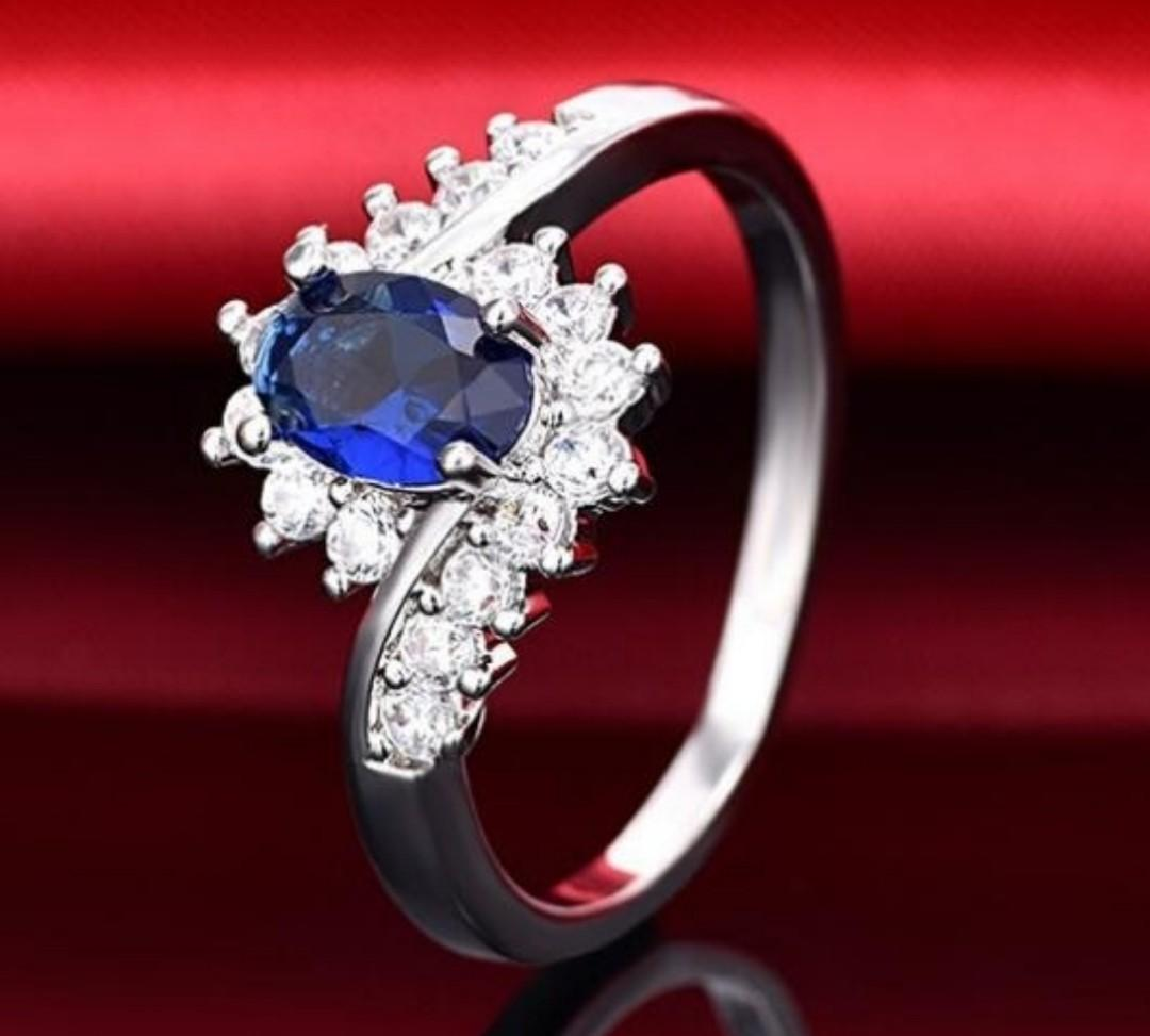 A Beautiful 925 SS Natural Blue Sapphire Engagement Ring