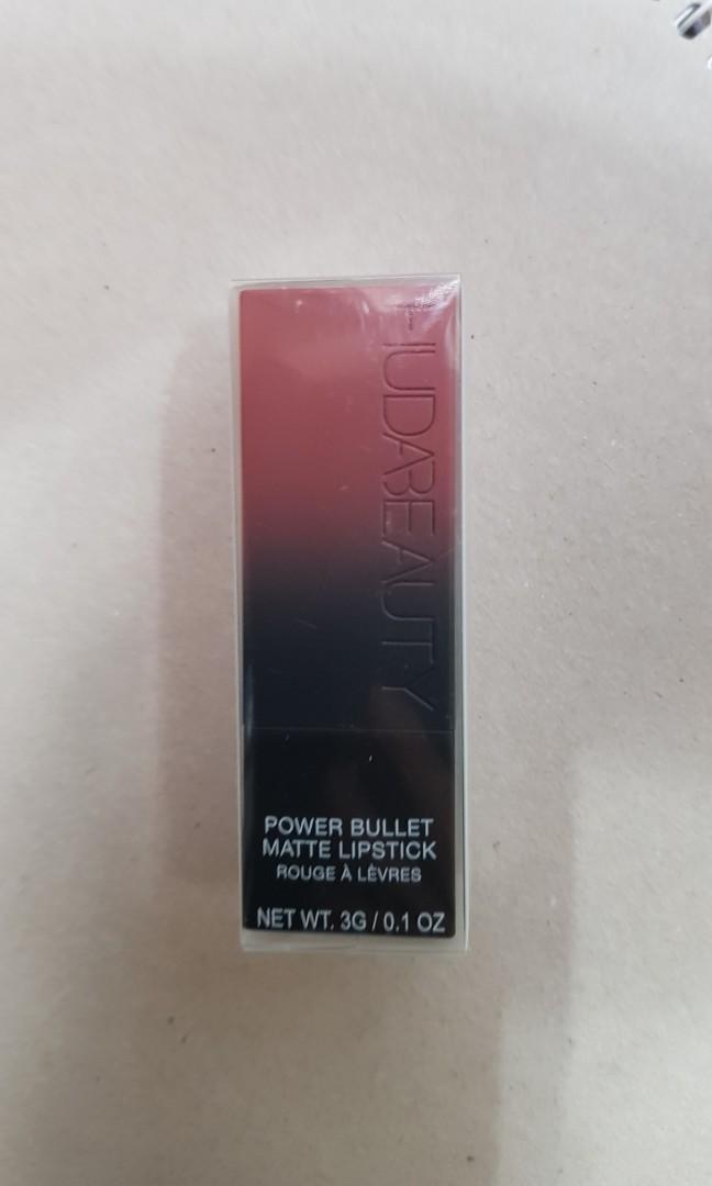 Huda Beauty Power Bullet Matte Lipstick in shade wedding day