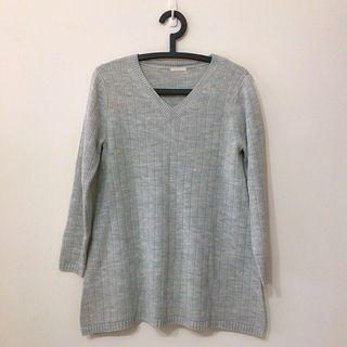 GU 淺灰色毛衣 兩邊開叉設計 九成新 #出清2019