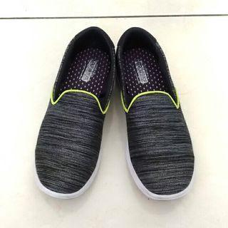 Skechers深灰健走鞋
