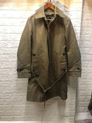 二手廠商合作 M號-  INHALE EXHALE軍綠風衣外套 保存不錯 內裏鋪棉可拆風衣外套❤️黃63