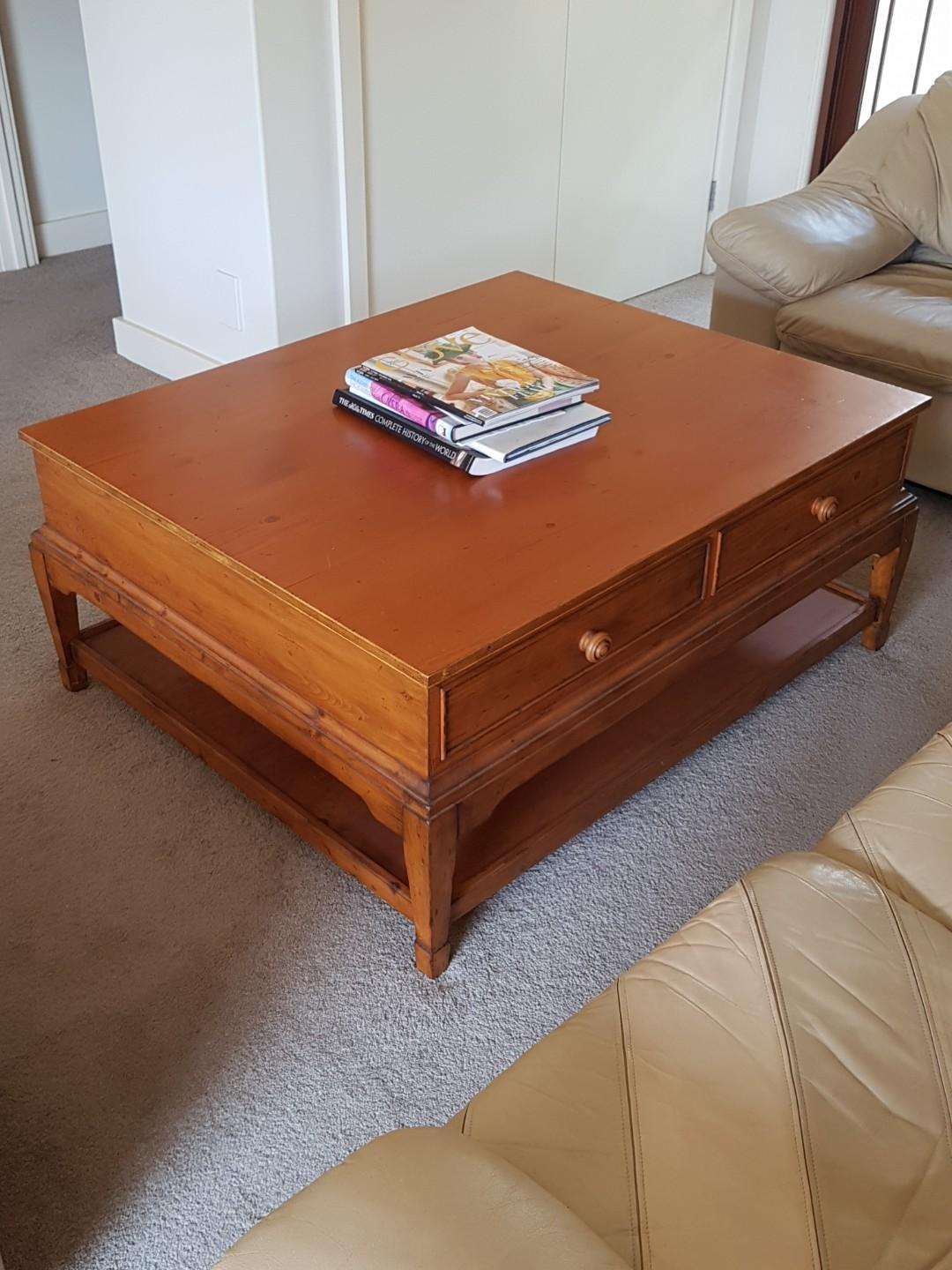 RALPH LAUREN CLASSIC DESIGN COCKTAIL TABLE - KING SIZE - REDUCED