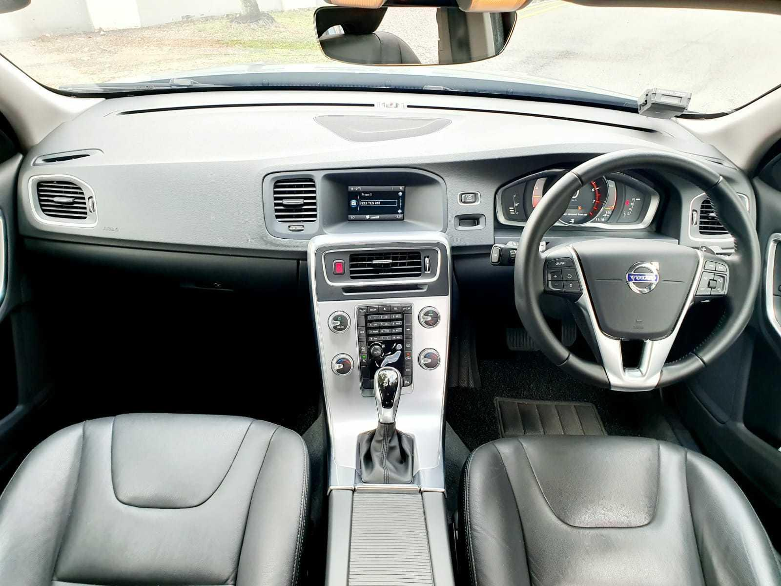 VOLVO S60 T2 A