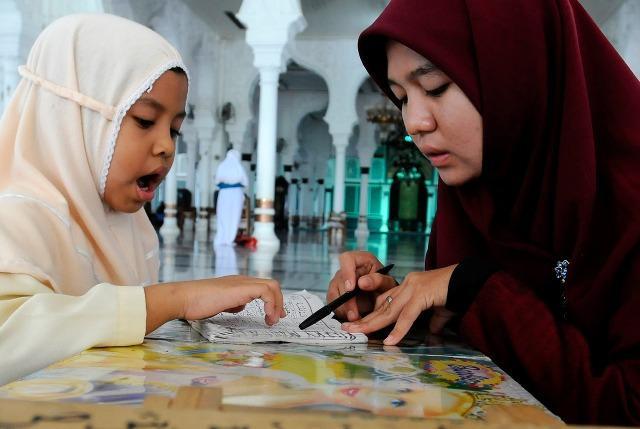 Kerja Sambilan (RM2,300) Guru Quran Hujung Minggu / Mengajar via WhatsApp, mohon disini > www.Majalah30.blogspot.com/p/kerja.html  , emel & PM tidak akan dilayan !