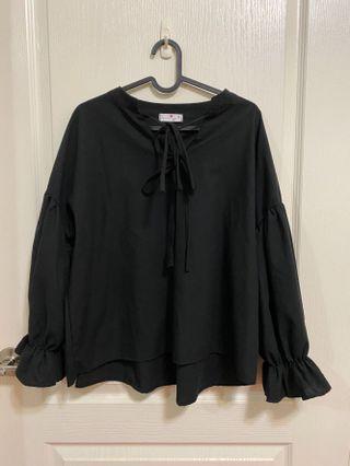 黑色泡泡袖上衣