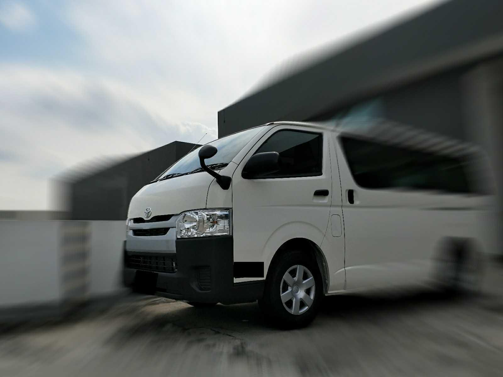 Toyota Hiace Standard Roof 2.8 DX Glass Door Van (A)