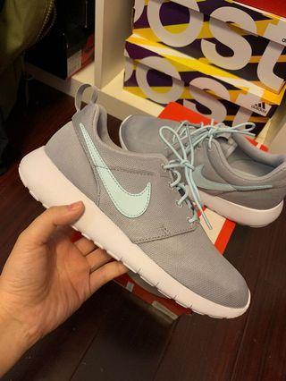 Nike roshe ones - size 4.5 youth
