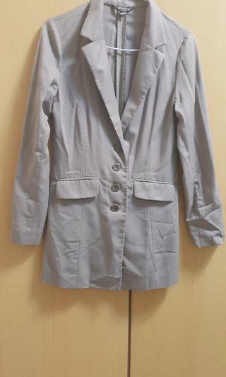 wanko百貨品牌灰色薄外套原價2800,質感佳,寬30長80公分,m號9成新只此一件唷~