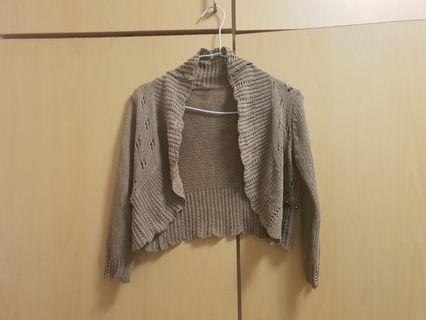 全新品牌咖色針織外套原價1280,做工精緻,顏色時尚,口袋旁邊鑲有亮片,33×38公分,m號唯此一件唷
