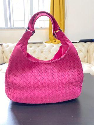 Bottega Veneta Handbag. 109% real