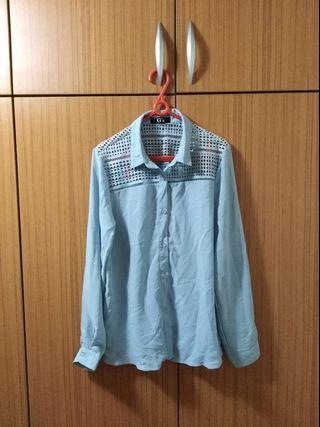 全新💕淺藍菱格簍空雪紡上衣