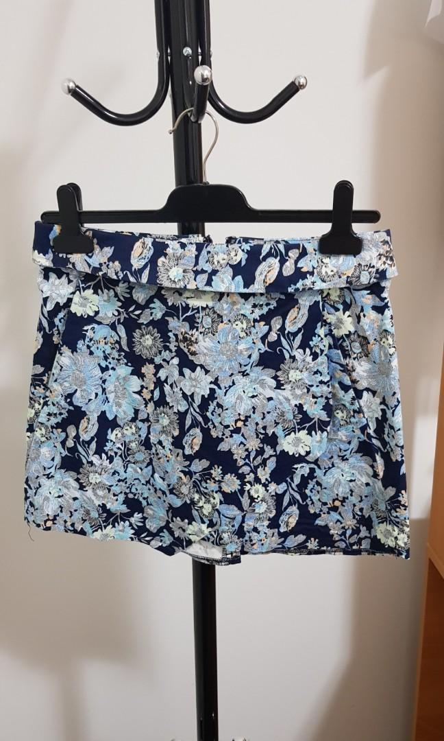 Glassons blue floral asymmetrical skirt with pockets