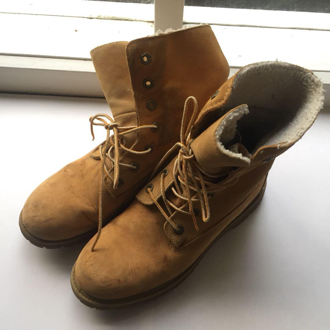 Timberland teddy fleece lined boots - size AUS 9.5 women's