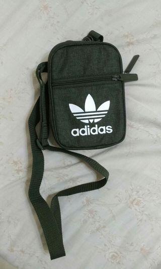 Adidas軍綠小包    #出清2019