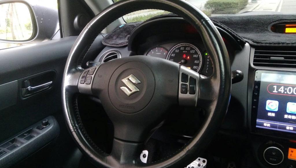 可愛 日系小型掀背車 歐式的車身外觀 便利的內裝配備 懸吊系統與歐系鋼砲跟進 行駛時擁有不錯的穩定表現