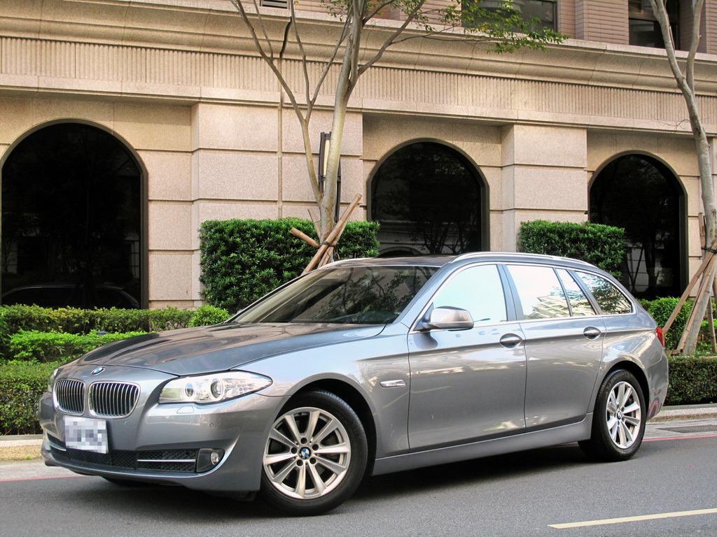稀有 BMW 520d Touring 超大旅行式 動力與空間完美結合 有著傲人的空間機能性 可以依照車主不同需求來調整