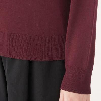 ㊣現貨快出㊣ MUJI無印良品 女羊毛混蠶絲可水洗V領針織衫 (暗紅)