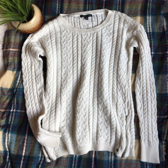 American Eagle Oatmeal Cable Knit Sweater (Size M)