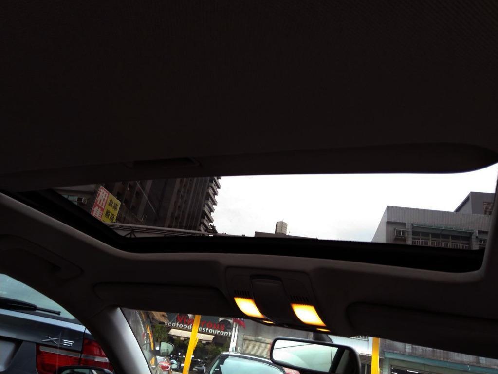 媲美BMW的5系列與Benz的E系列 舒適的後座空間與穩定的駕駛操控