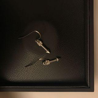 *FINAL SALE* Mini arrow dangle earrings
