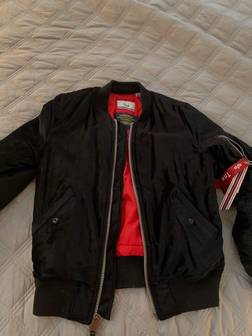 Aritzia TNA Alpha velvet bomber jacket - Medium (M)