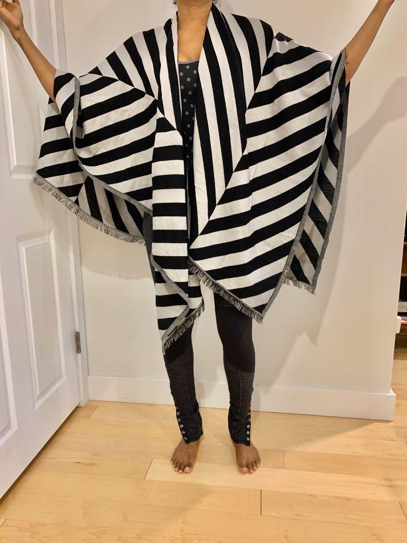 Lululemon scarf large black white chevron herringbone